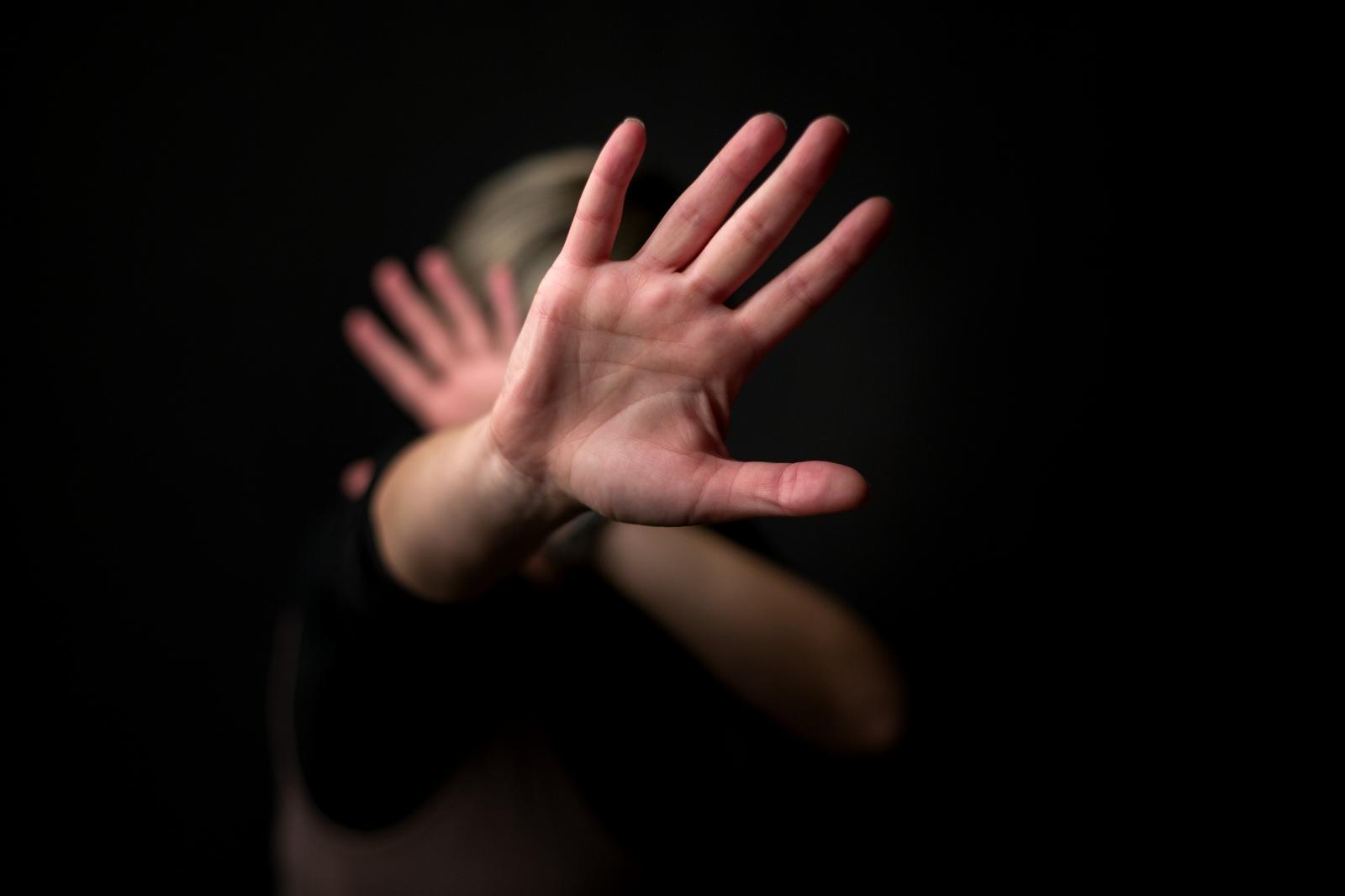Istrijan dvije godine uznemiravao 17 godina mlađu djevojku; Predstavljao se kao policajac!