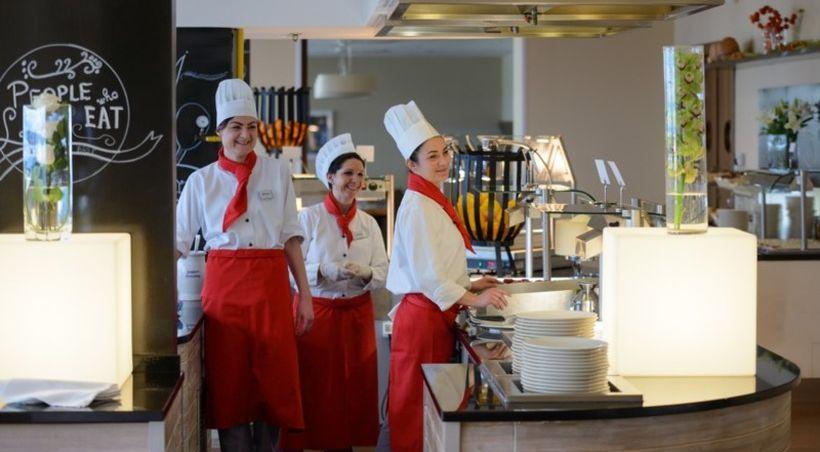 """IZBOR S POSAO.HR Na Kvarneru """"pomama"""" za radnicima u turizmu! Nudi im sesmještaj i topli obrok, edukacije i specijalističke obuke"""