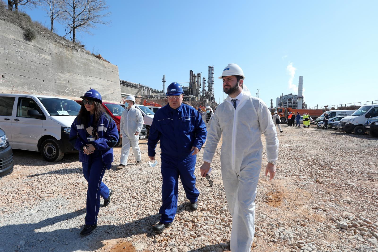 """(FOTO, VIDEO) U Rijeci se gradi postrojenje za obradu teških ostataka nafte; Ćorić: """"Riječka rafinerija je veće gradilište od Pelješkog mosta!"""""""