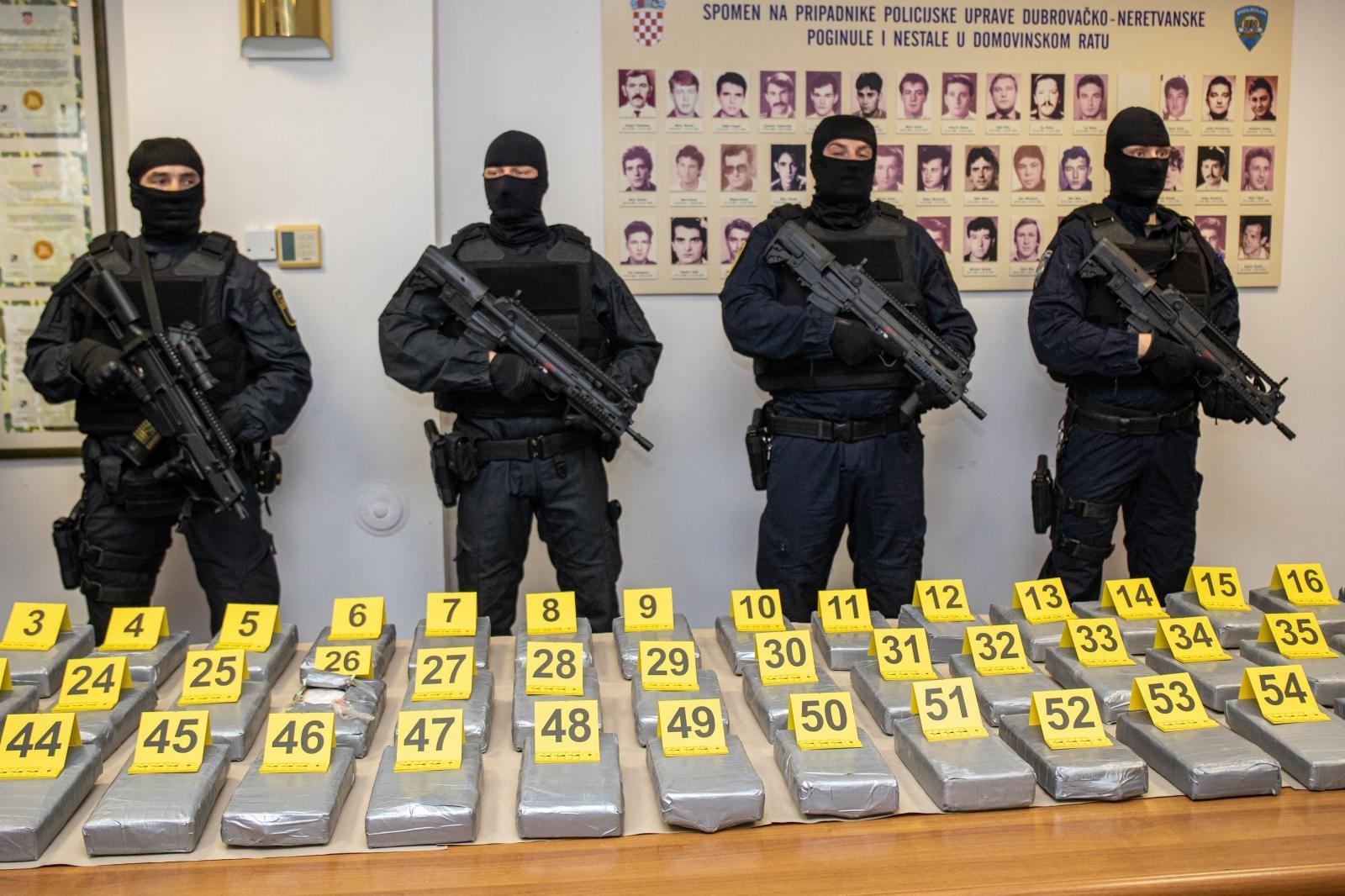 (VIDEO) U kontejneru s bananama skrivali više od 70 kilograma kokaina. Kako su ga prokrijumčarili iz Ekvadora u Hrvatsku?