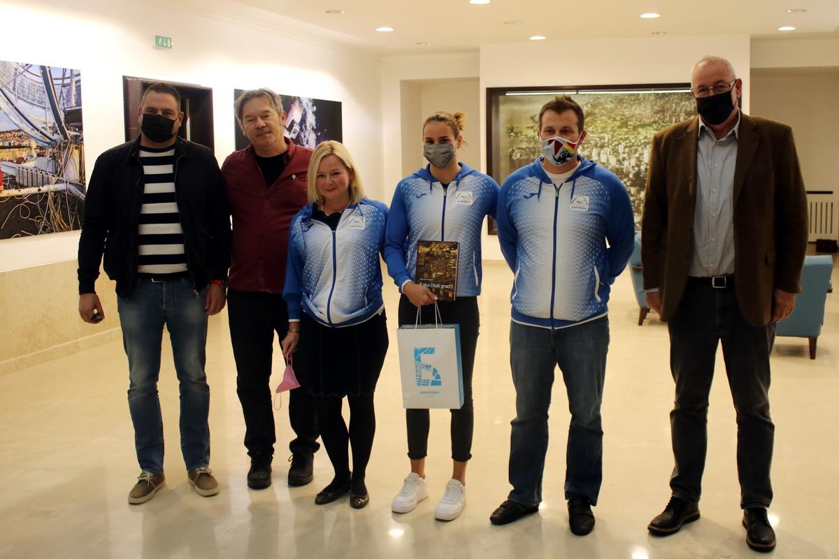 Održan prijem za Meri Mataju, plivačicu PK Kantrida koja osvojila 5.  mjesto u utrci Svjetskog kupa u Budimpešti